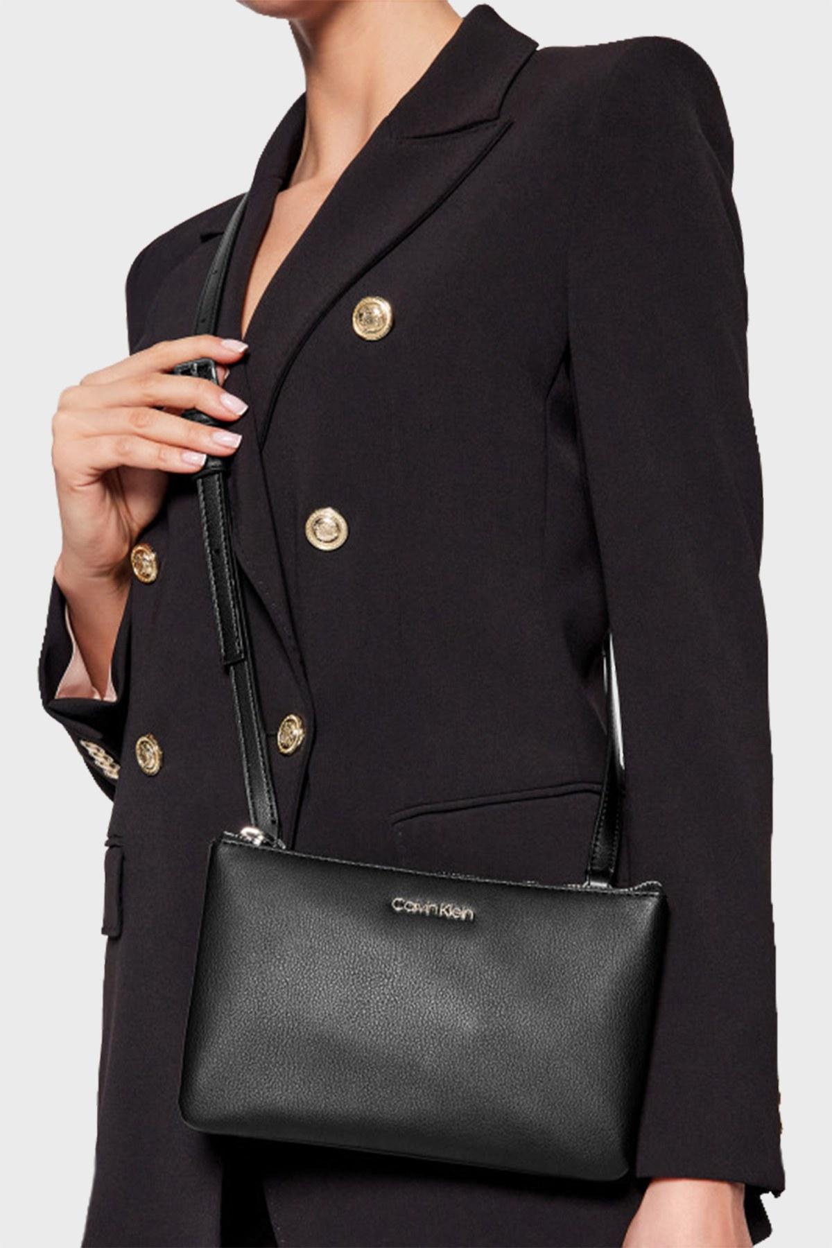 Calvin Klein Ayarlanabilir Askılı Deri Bayan Çanta K60K608187 BAX SİYAH