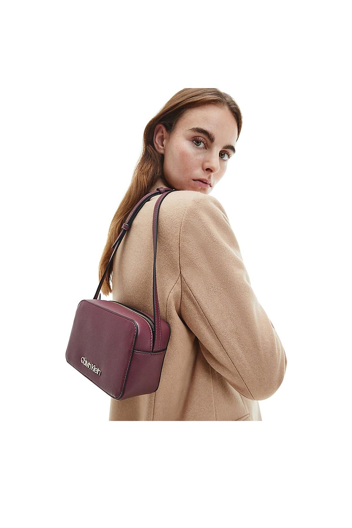 Calvin Klein Ayarlanabilir Askılı Kadın Çanta K60K606759 GDU BORDO