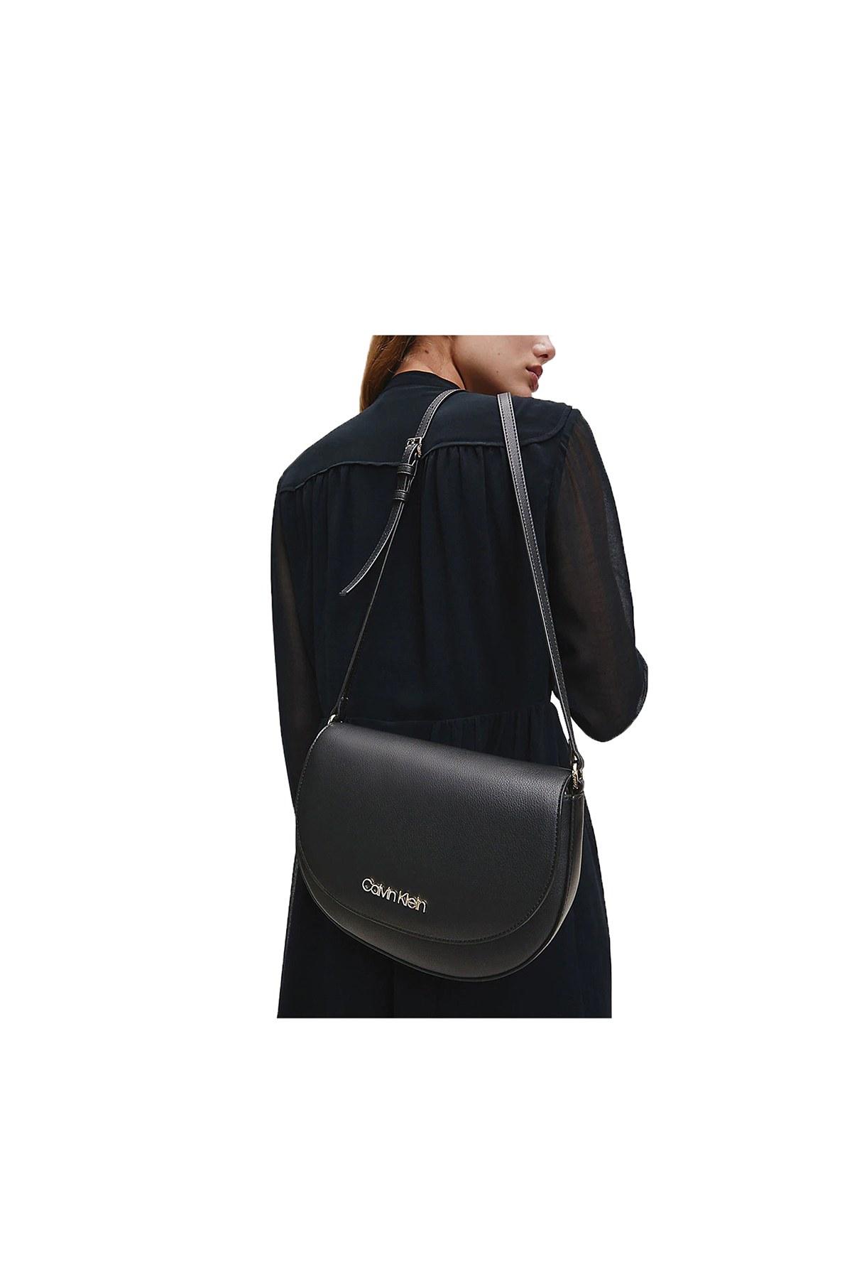 Calvin Klein Ayarlanabilir Askılı Kadın Çanta K60K607020 BAX SİYAH