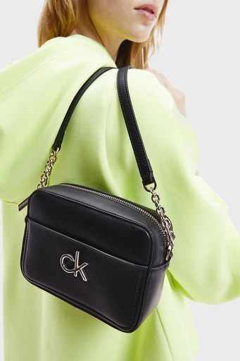 Calvin Klein Ayarlanabilir Zincir Detaylı Askılı Bayan Çanta K60K608287 BAX SİYAH