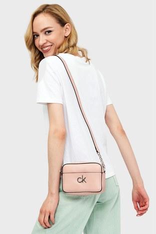 Calvin Klein - Calvin Klein Ayarlanabilir Zincir Detaylı Askılı Bayan Çanta K60K608287 TCT PEMBE (1)
