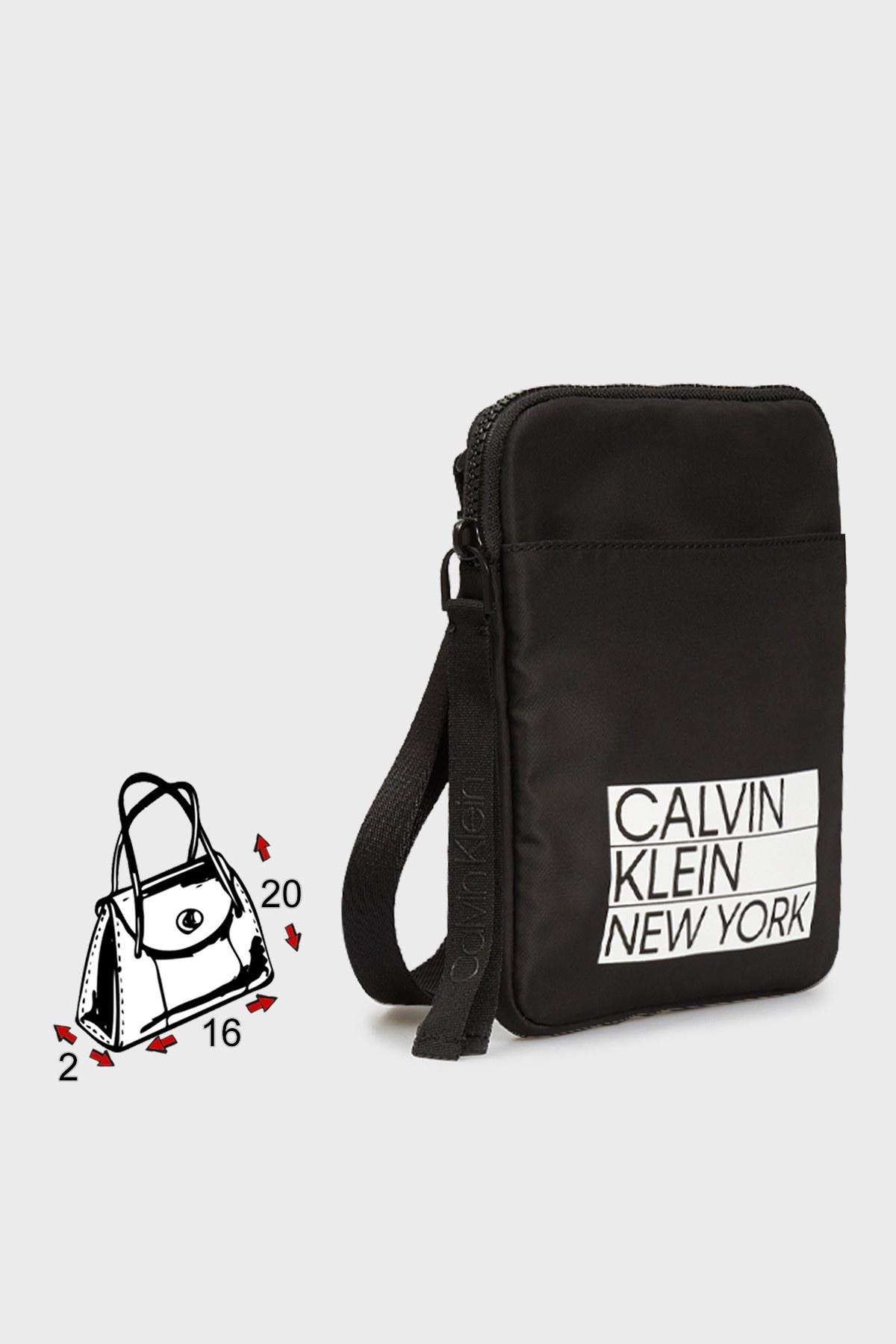 Calvin Klein Baskılı Çapraz Askılı Fermuarlı Erkek Çanta K50K506984 BAX SİYAH