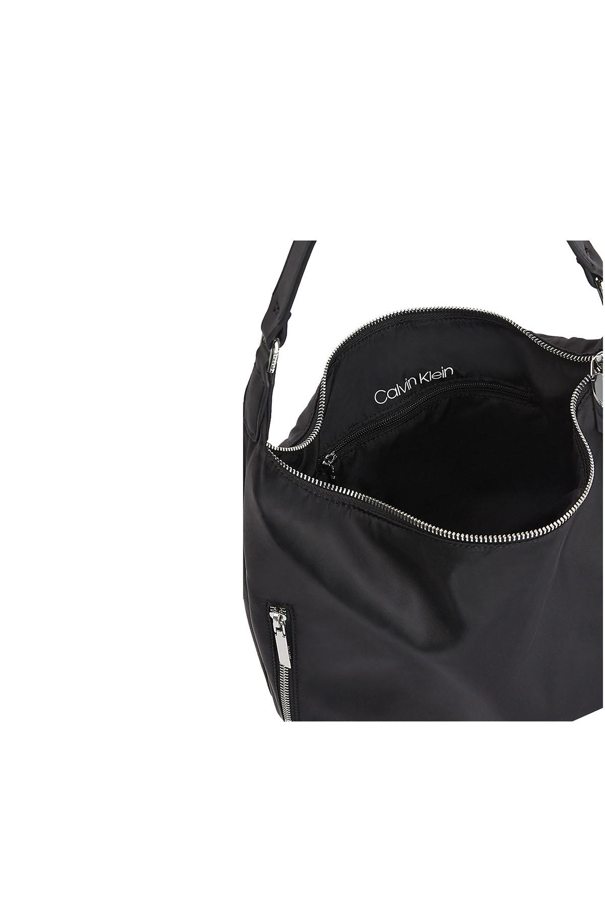 Calvin Klein Fermuar Kapamalı Kadın Çanta K60K607023 BAX SİYAH