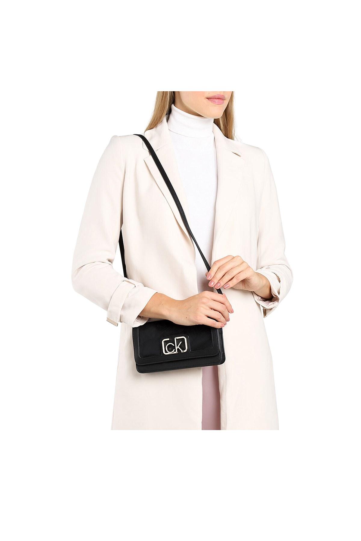 Calvin Klein Logo Baskılı Kadın Çanta K60K607118 BAX SİYAH