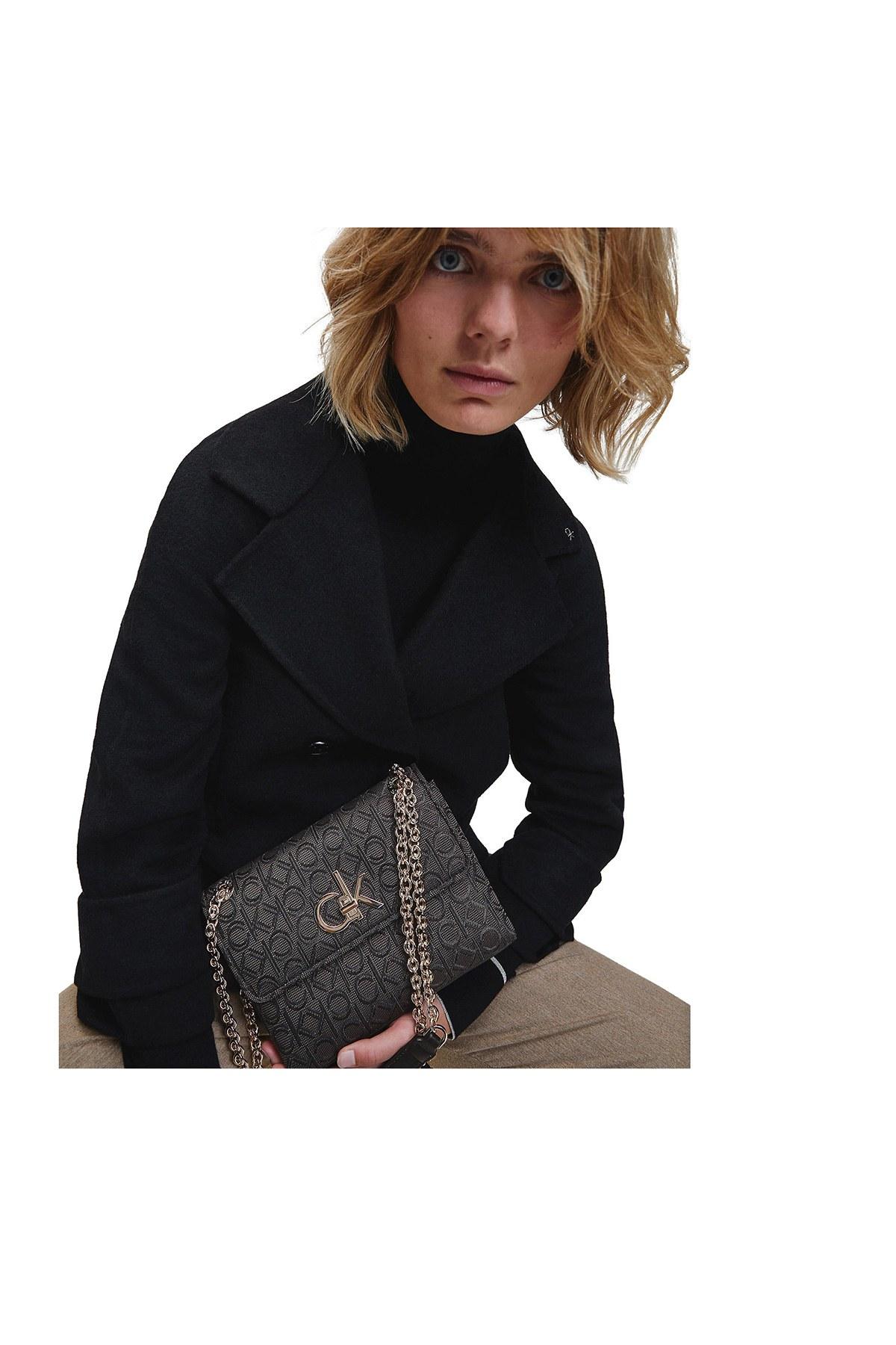 Calvin Klein Logo Baskılı Zincirli Kadın Çanta K60K606782 0GS SİYAH
