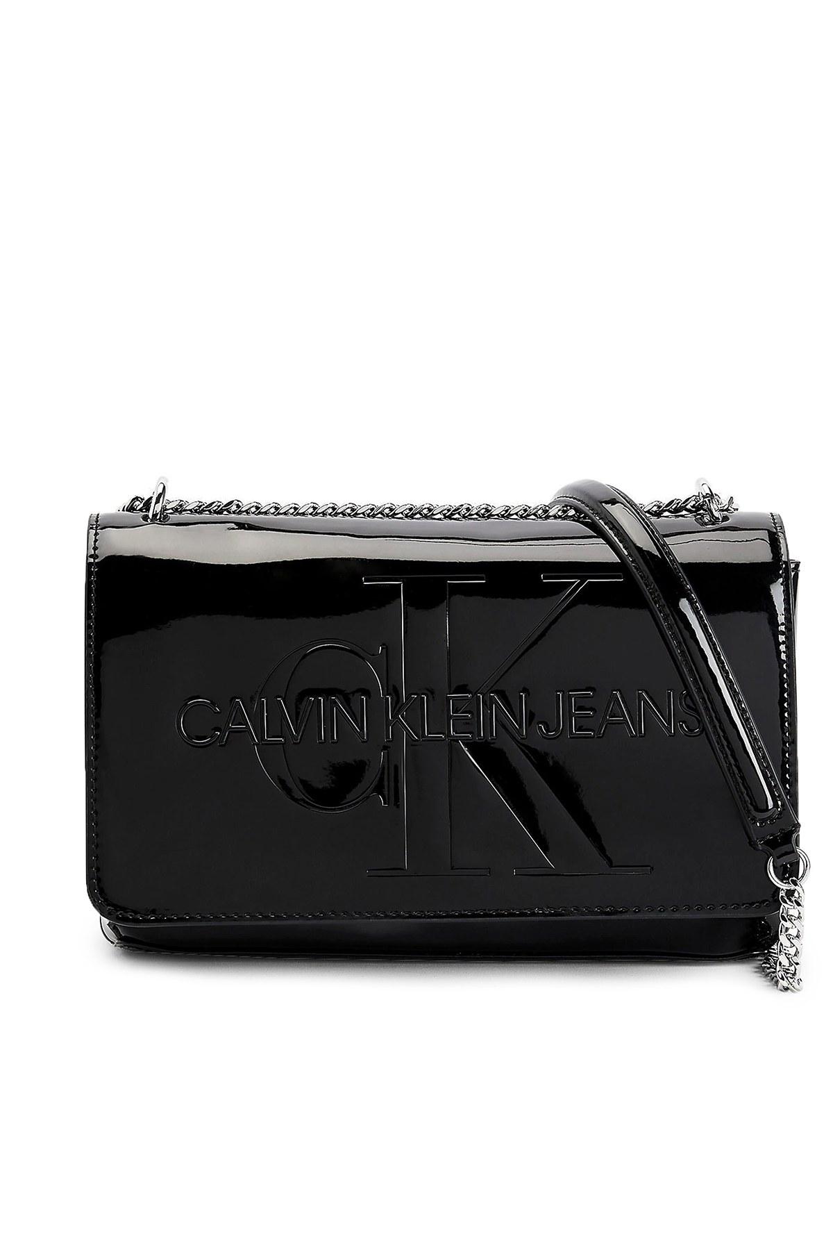 Calvin Klein Logo Baskılı Zincirli Rugan Kadın Çanta K60K607622 BDS SİYAH