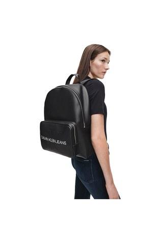 Calvin Klein - Calvin Klein Marka Logolu Ayarlanabilir Askılı Çan Bayan Çanta K60K607201 BDS SİYAH (1)